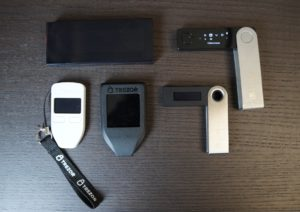 Perbandingan ukuran: KeepKey vs Trezor vs Ledger